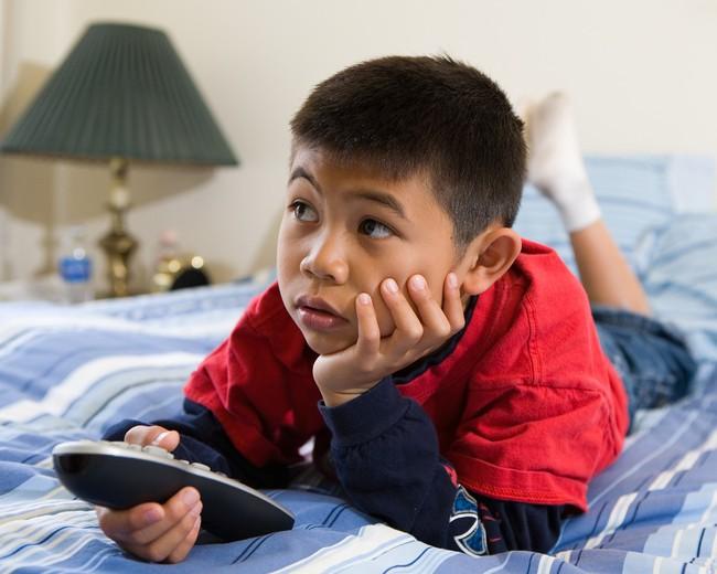 Dắt túi ngay những mẹo giúp bé tắt tivi, ipad dễ dàng mà không có cơn ăn vạ nào xảy ra - Ảnh 1.