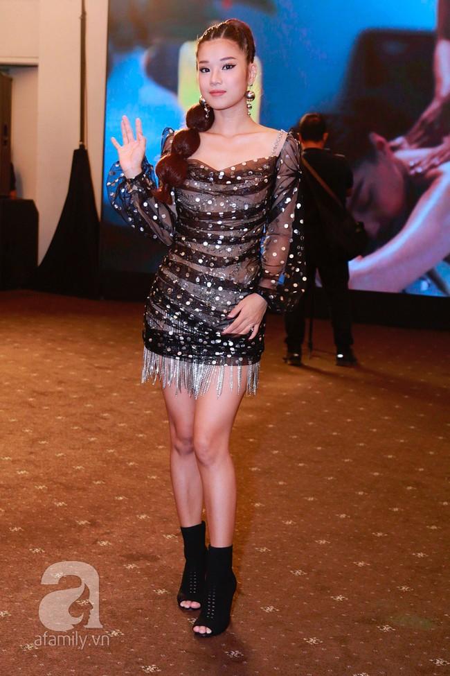 Phạm Quỳnh Anh diện váy đen đầy quyến rũ, Mỹ Tâm nam tính góc cạnh với tóc nâu môi trầm trên thảm đỏ Elle - Ảnh 8.