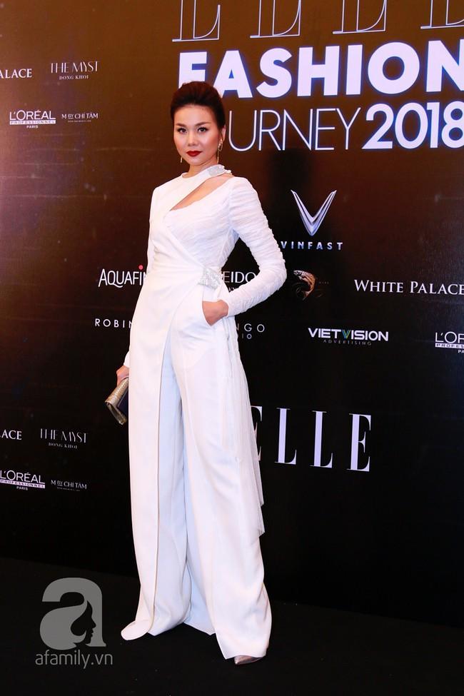 Phạm Quỳnh Anh diện váy đen đầy quyến rũ, Mỹ Tâm nam tính góc cạnh với tóc nâu môi trầm trên thảm đỏ Elle - Ảnh 5.