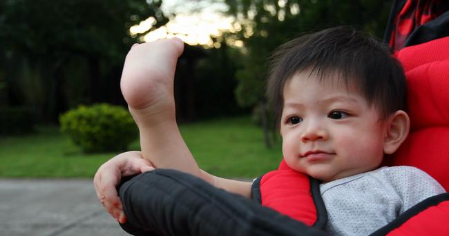 Tương lai con có cao lớn không, đây là 3 bộ phận bố mẹ nhìn vào có thể dự đoán được chiều cao của trẻ - Ảnh 2.