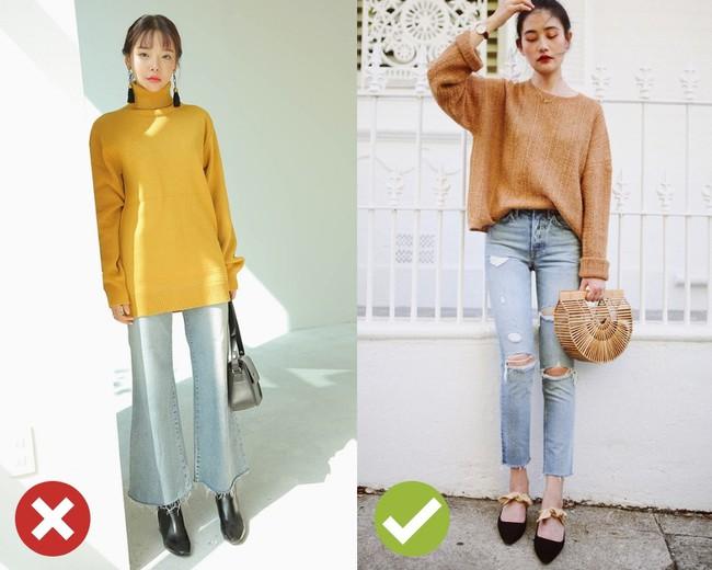 Giờ đi đâu cũng thấy áo len oversize và để diện item này không bị luộm thuộm, bạn hãy bỏ túi 3 tips sau - Ảnh 1.