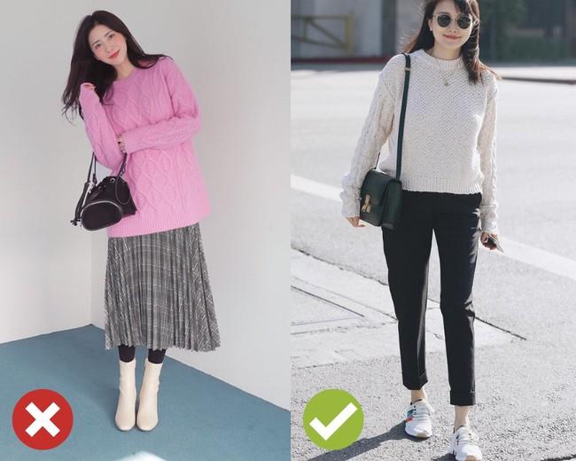 Giờ đi đâu cũng thấy áo len oversize và để diện item này không bị luộm thuộm, bạn hãy bỏ túi 3 tips sau - Ảnh 3.