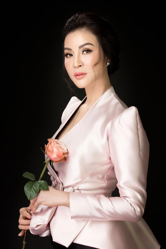 U50 Thanh Mai vẫn táo bạo diện chiếc áo mà ai mặc cũng phải dè chừng - Ảnh 4.