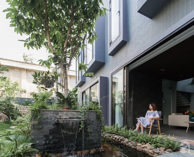 Nhà vườn đầy bóng nắng và cây xanh rộng 700m², được cải tạo lại từ 6 căn nhà liền kề của đôi vợ chồng trẻ giữa trung tâm xứ Thanh - Ảnh 3.