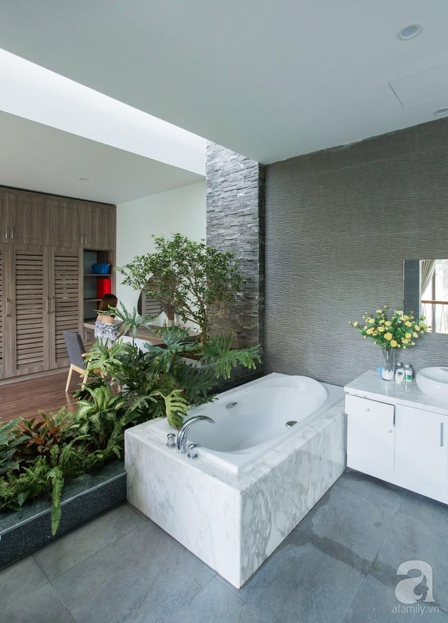 Nhà vườn đầy bóng nắng và cây xanh rộng 700m², được cải tạo lại từ 6 căn nhà liền kề của đôi vợ chồng trẻ giữa trung tâm xứ Thanh - Ảnh 11.
