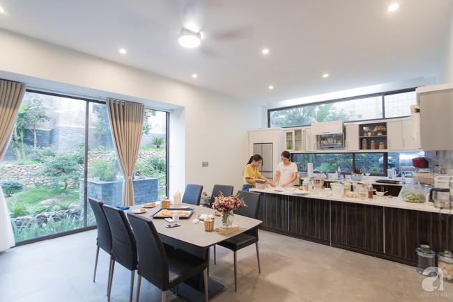 Nhà vườn đầy bóng nắng và cây xanh rộng 700m², được cải tạo lại từ 6 căn nhà liền kề của đôi vợ chồng trẻ giữa trung tâm xứ Thanh - Ảnh 8.