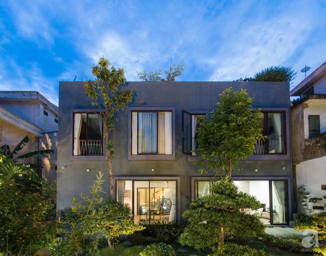 Nhà vườn đầy bóng nắng và cây xanh rộng 700m², được cải tạo lại từ 6 căn nhà liền kề của đôi vợ chồng trẻ giữa trung tâm xứ Thanh - Ảnh 1.