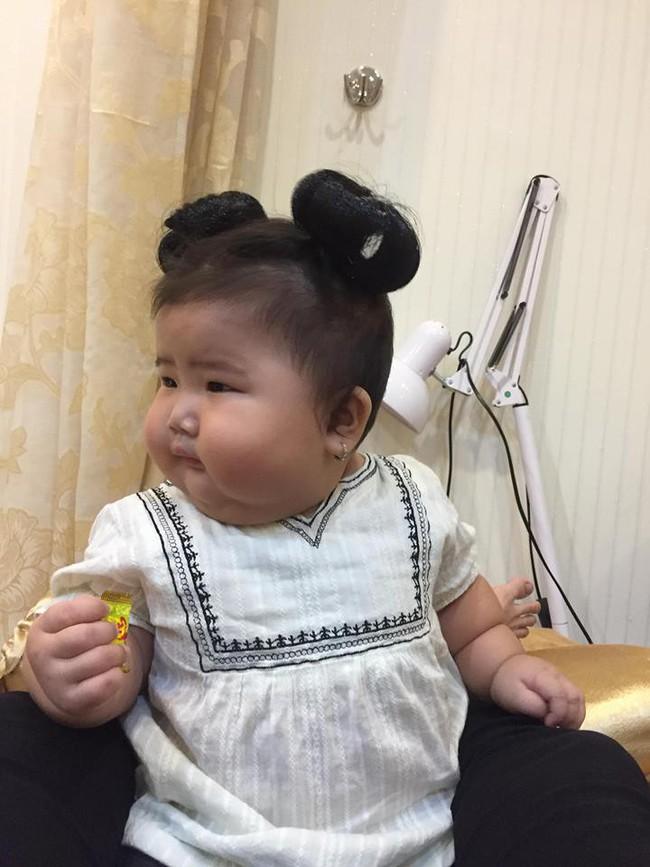 Mới 11 tháng tuổi, bé gái ú na ú nần đã nặng 14kg khiến các mẹ không thể tin vào mắt mình - Ảnh 14.