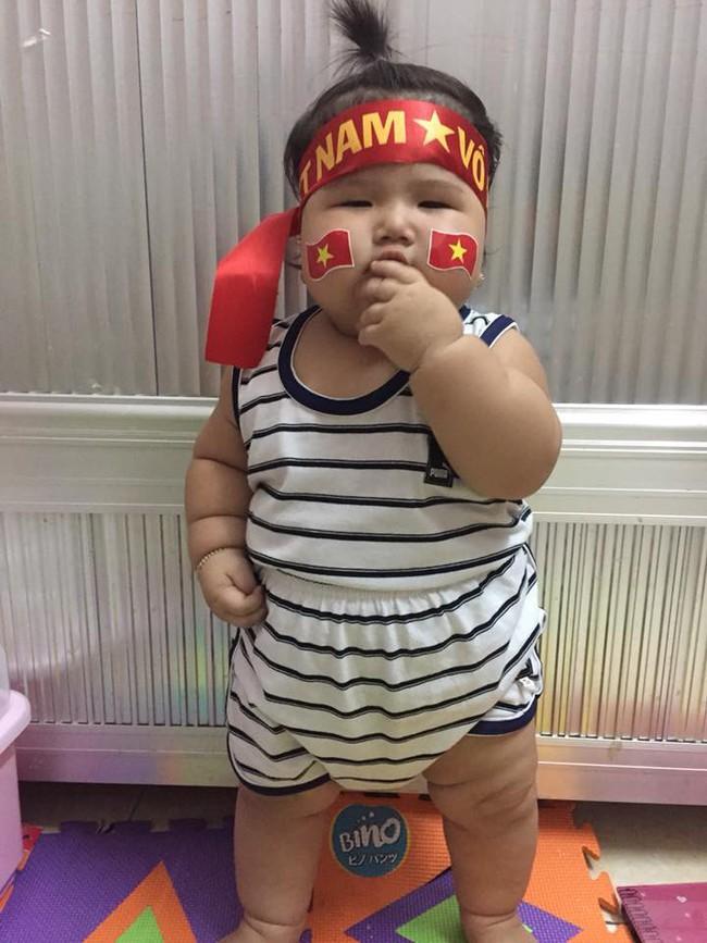Mới 11 tháng tuổi, bé gái ú na ú nần đã nặng 14kg khiến các mẹ không thể tin vào mắt mình - Ảnh 2.