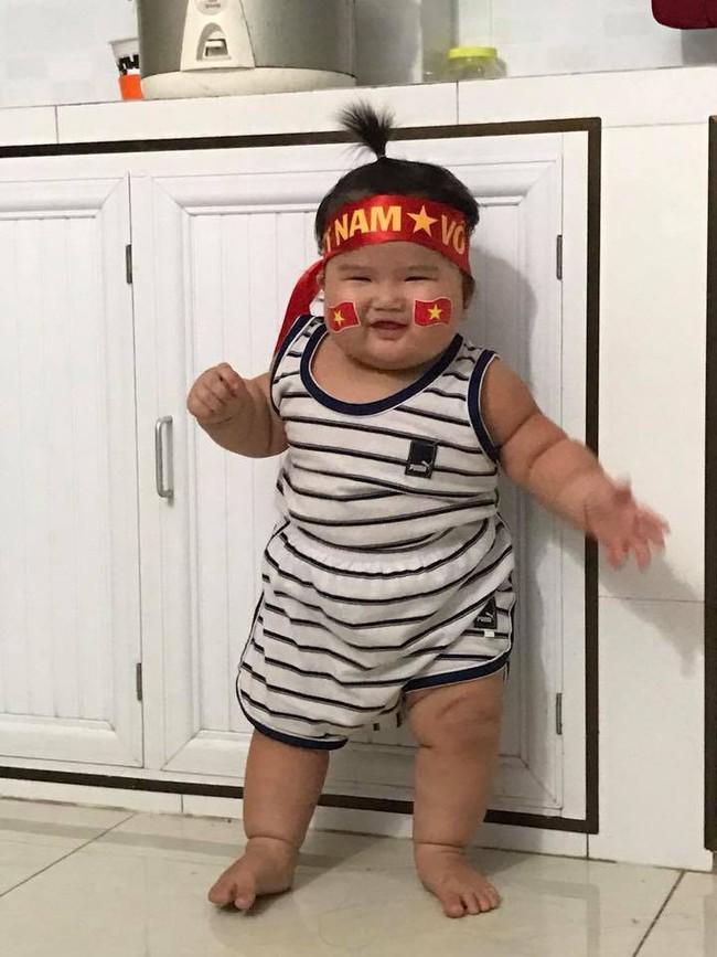 Mới 11 tháng tuổi, bé gái ú na ú nần đã nặng 14kg khiến các mẹ không thể tin vào mắt mình - Ảnh 3.