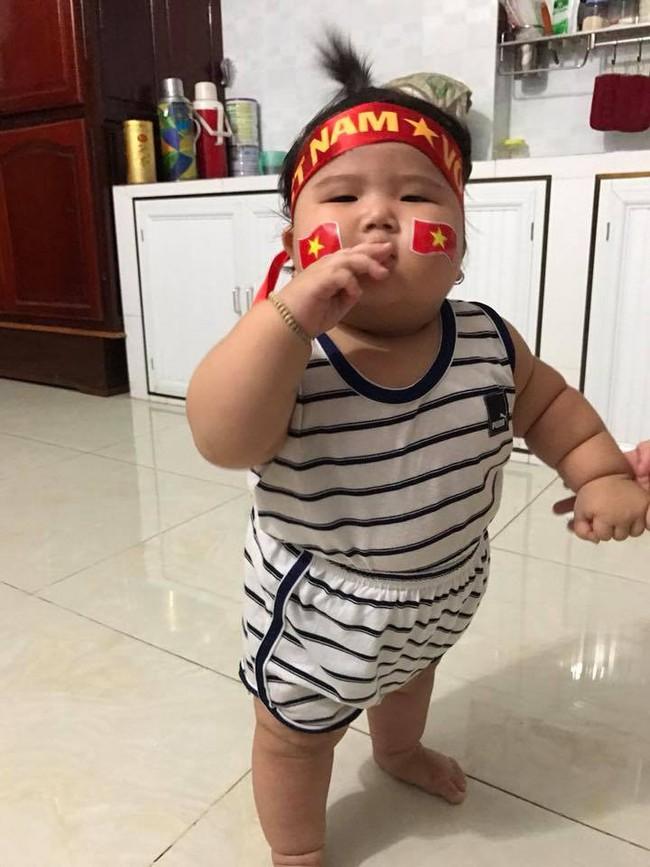 Mới 11 tháng tuổi, bé gái ú na ú nần đã nặng 14kg khiến các mẹ không thể tin vào mắt mình - Ảnh 4.