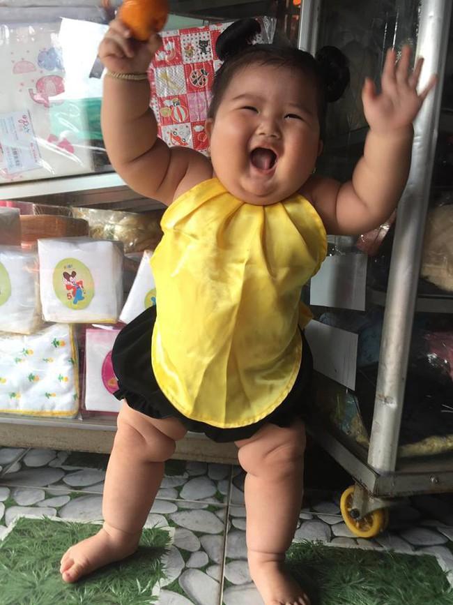 Mới 11 tháng tuổi, bé gái ú na ú nần đã nặng 14kg khiến các mẹ không thể tin vào mắt mình - Ảnh 8.