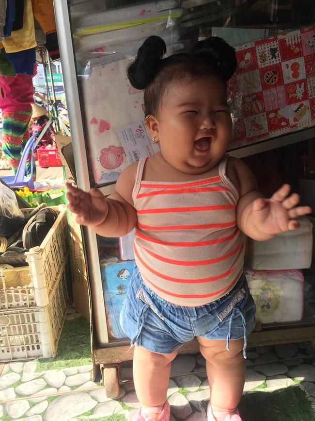 Mới 11 tháng tuổi, bé gái ú na ú nần đã nặng 14kg khiến các mẹ không thể tin vào mắt mình - Ảnh 17.
