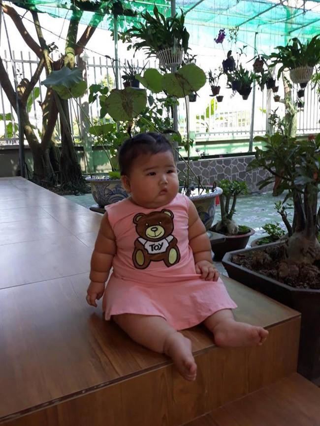 Mới 11 tháng tuổi, bé gái ú na ú nần đã nặng 14kg khiến các mẹ không thể tin vào mắt mình - Ảnh 18.