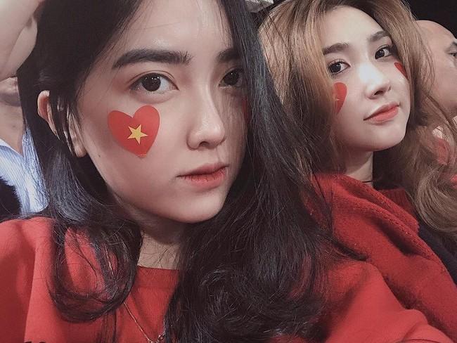 Cùng bị đồn yêu Hà Đức Chinh và Bùi Tiến Dũng, tình chị ngả em nâng của hai cô gái xinh đẹp bỗng được chú ý - Ảnh 1.