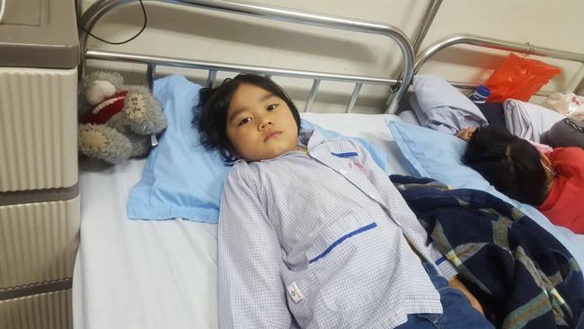 Câu hỏi nhói lòng của bé gái 6 tuổi mắc bệnh ung thư máu: Không vay được tiền, con sẽ chết phải không mẹ? - Ảnh 6.