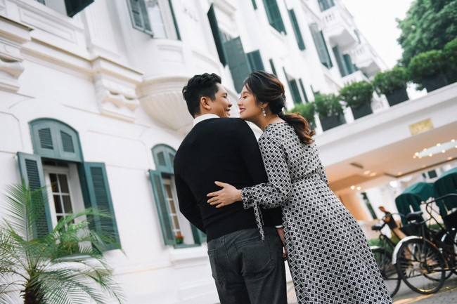 Vợ chồng Thanh Thúy - Đức Thịnh hạnh phúc tay trong tay dạo phố phường Hà Nội - Ảnh 14.