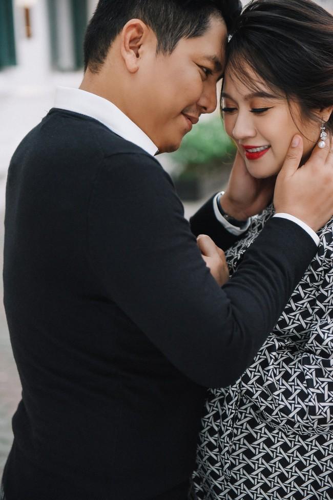 Vợ chồng Thanh Thúy - Đức Thịnh hạnh phúc tay trong tay dạo phố phường Hà Nội - Ảnh 15.