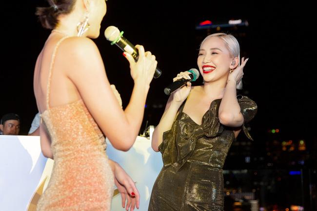 Tóc Tiên đẹp lạ lùng với tóc bạch kim, Trang Pháp ngày càng trẻ đẹp sau khi chia tay  - Ảnh 4.