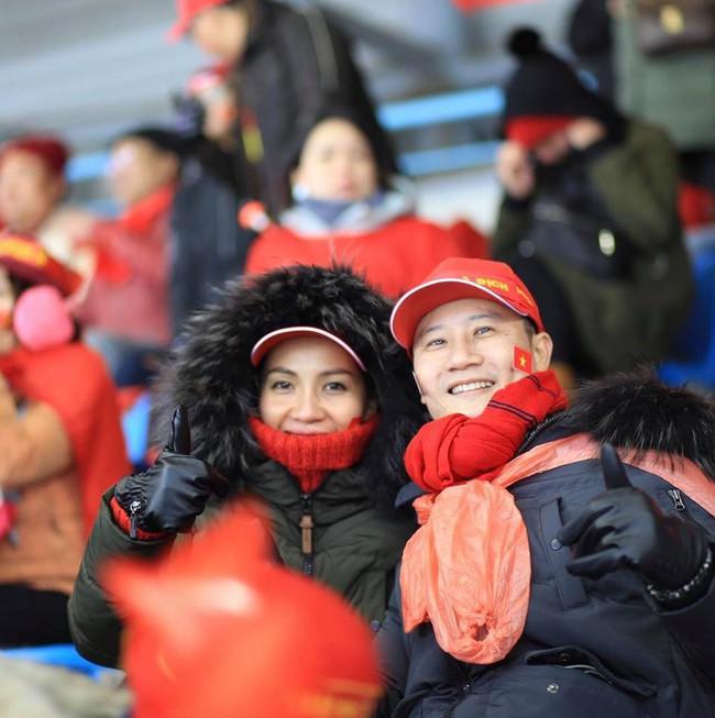 Hoàng Bách rơi nước mắt vì không thể ra Hà Nội xem chung kết ủng hộ đội tuyển Việt Nam  - Ảnh 2.