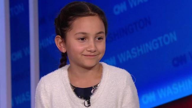 """Bé gái 8 tuổi bất ngờ nhận được thư an ủi từ bà Hillary Clinton khi mất chức lớp trưởng: Cô hiểu rất rõ thật không dễ dàng tí nào"""" - Ảnh 1."""