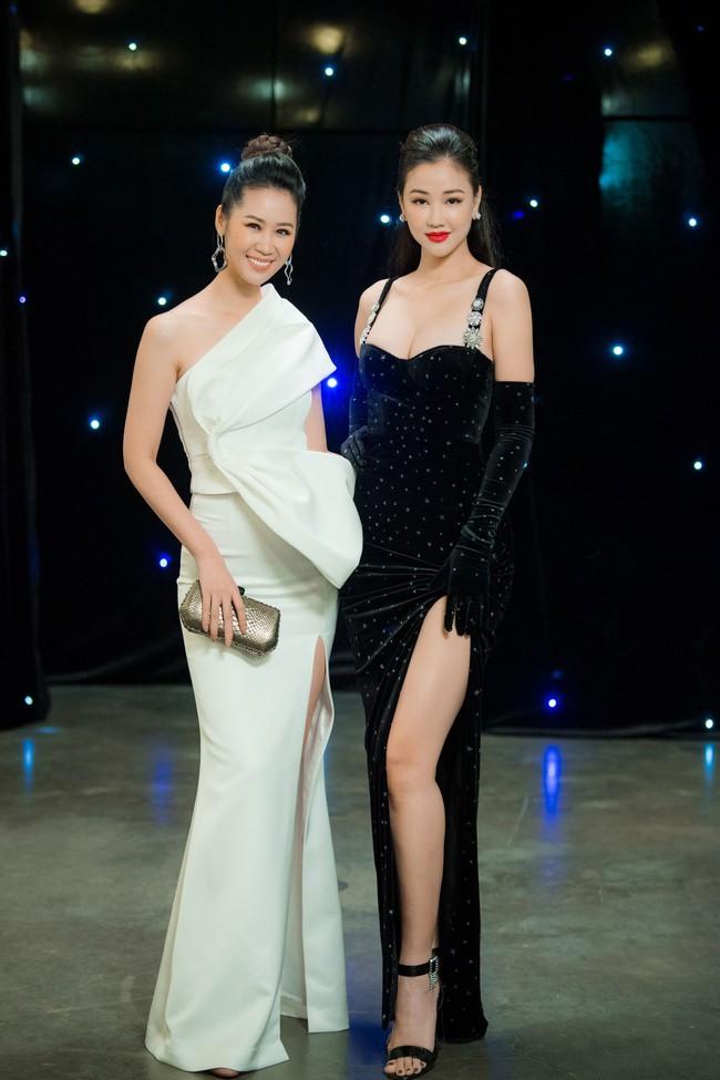 Maya diện váy lộ ngực khủng, khoe chiều cao vượt trội giữa dàn mỹ nhân toàn Hoa hậu - Ảnh 4.