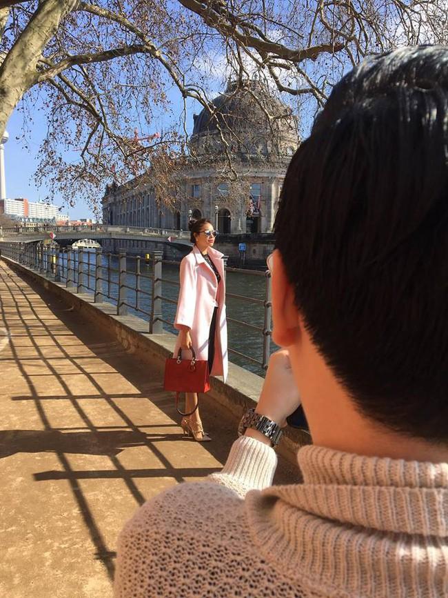 Phạm Hương lần đầu có ảnh cận cảnh từ khi sang Mỹ, lộ gương mặt khác thường - Ảnh 2.