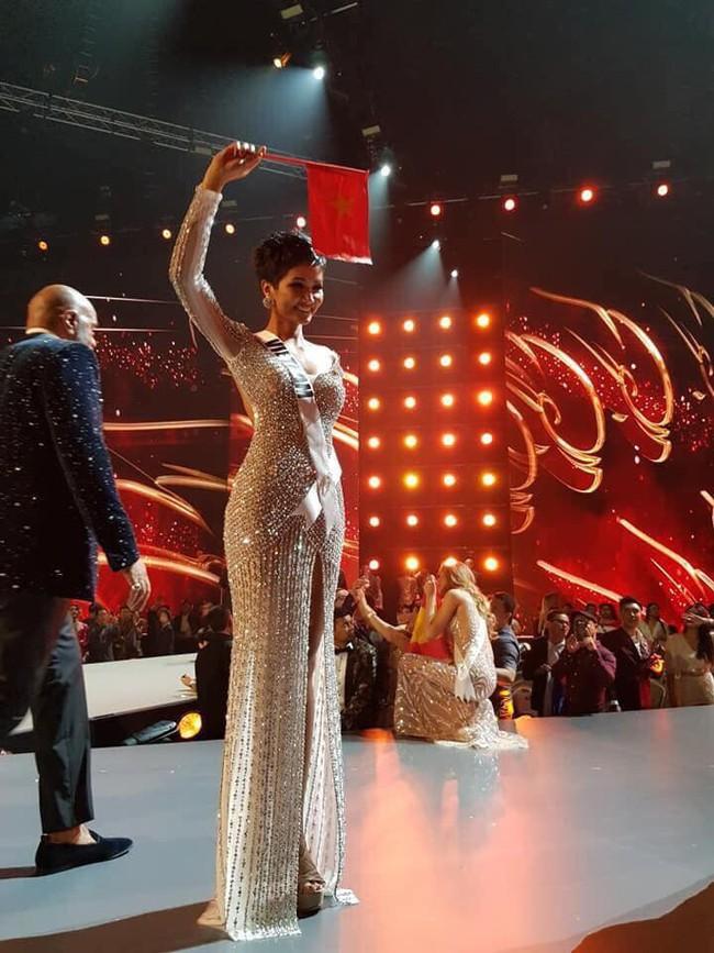 Cô gái Ê Đê nghèo từng lên thành phố làm osin đã ngoạn mục lọt Top 5 Miss Universe 2018 như thế nào? - Ảnh 11.
