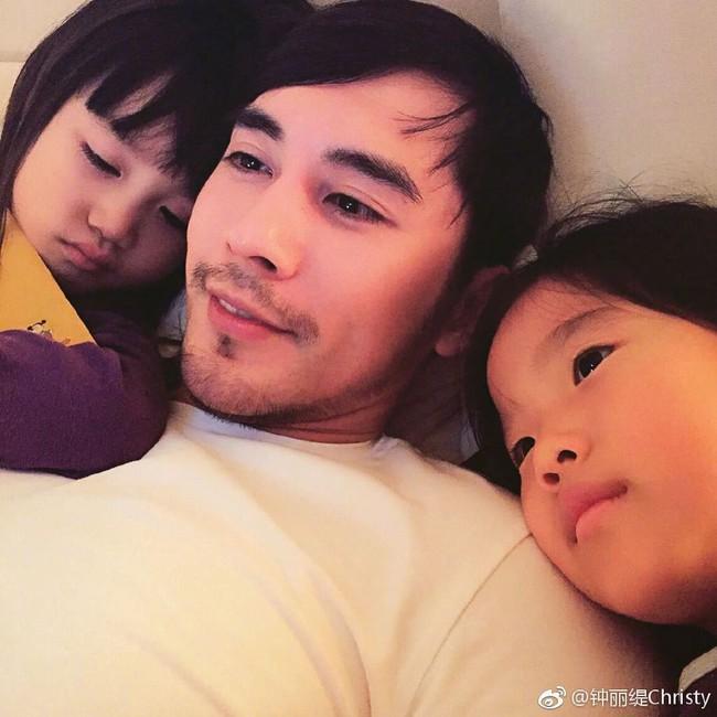 """""""Quả bom sex gốc Việt"""" Chung Lệ Đề: Trải qua 2 đời chồng cùng 4 đứa con gái vẫn gặp được chân ái kém 12 tuổi - Ảnh 12."""