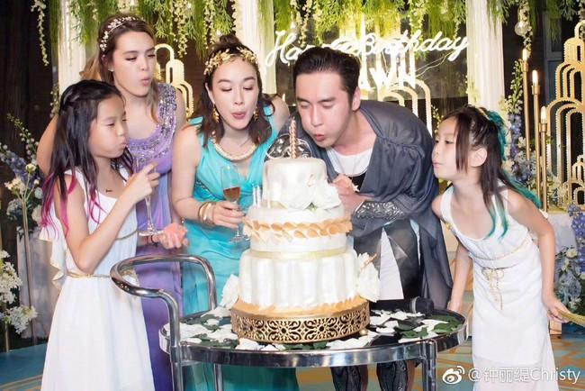 """""""Quả bom sex gốc Việt"""" Chung Lệ Đề: Trải qua 2 đời chồng cùng 4 đứa con gái vẫn gặp được chân ái kém 12 tuổi - Ảnh 14."""