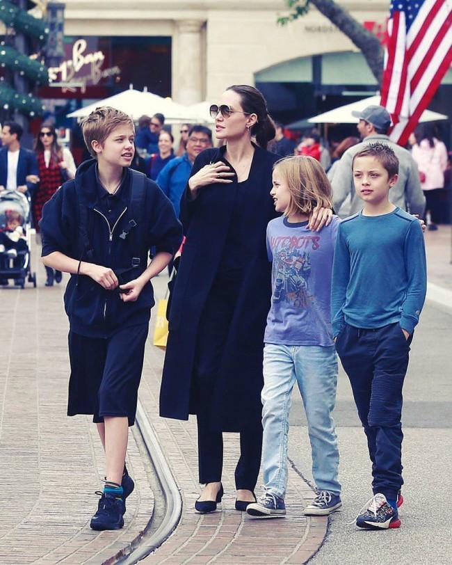 Angelina Jolie đưa con ruột đi chơi sau khi tố chồng cũ từng ghét bỏ Pax Thiên - Ảnh 3.
