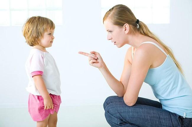 Lạt mềm buộc chặt - Phương pháp đơn giản giúp mẹ dạy con ngoan không cần quát mắng - Ảnh 1.