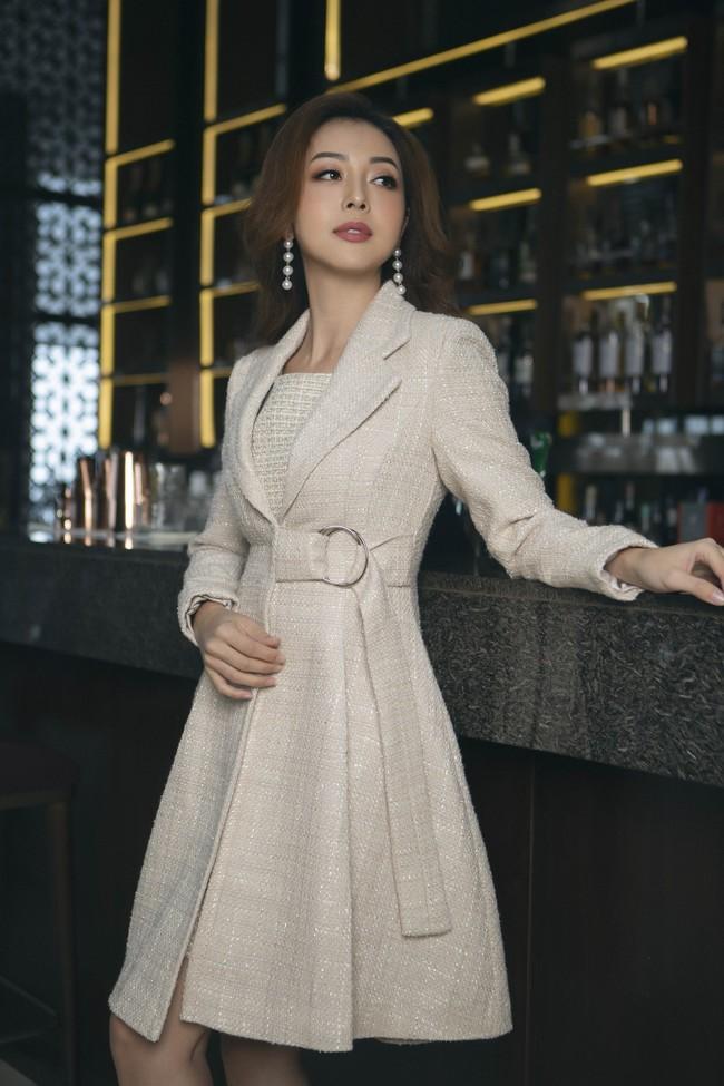 Gái 2 con Jennifer Phạm giản dị, thanh lịch vẫn đẹp hút hồn - Ảnh 1.
