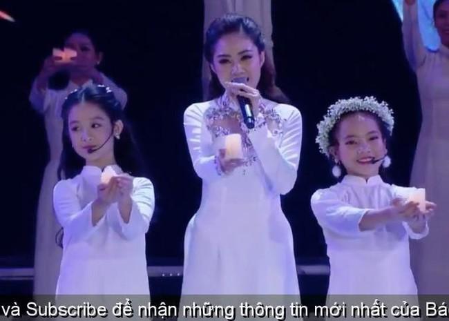 Nhan sắc lịm tim của bé gái ngồi cạnh Hoa hậu Đỗ Mỹ Linh, danh tính cô bé mới khiến dân mạng bất ngờ - Ảnh 3.