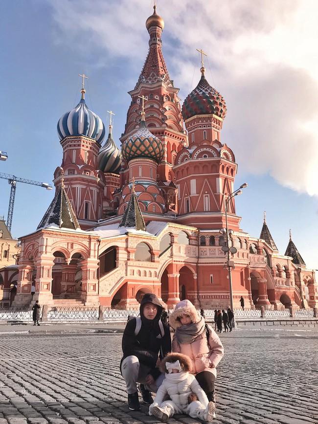 Cô bé Việt mặc kín mít như phi hành gia, chỉ hở đôi mắt tạo dáng chụp ảnh dưới cái lạnh -17 độ ở Nga khiến nhiều người bật cười - Ảnh 3.