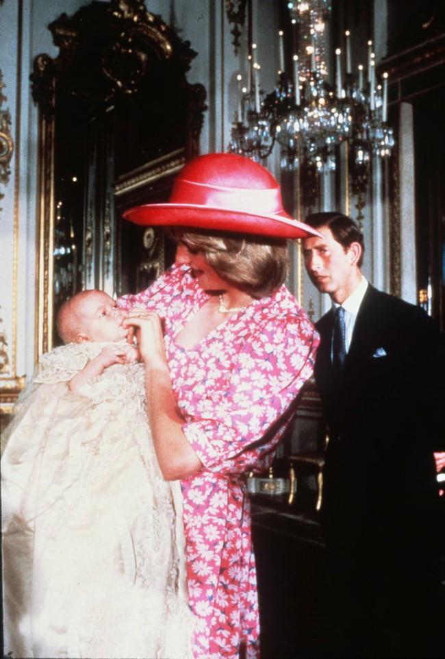 Những bức ảnh để đời của Công nương Diana bên 2 con chứng tỏ bà vẫn là bà mẹ quốc dân được ái mộ nhất - Ảnh 3.