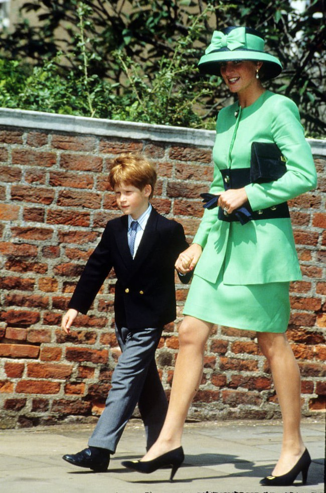 Những bức ảnh để đời của Công nương Diana bên 2 con chứng tỏ bà vẫn là bà mẹ quốc dân được ái mộ nhất - Ảnh 12.