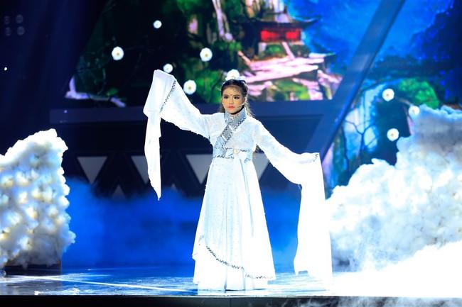 Cô bé 9 tuổi xinh như Hoa hậu có khiếu diễn kịch khiến Việt Hương cũng phải khâm phục - Ảnh 1.