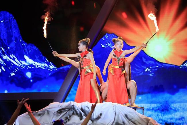 Cô bé 9 tuổi xinh như Hoa hậu có khiếu diễn kịch khiến Việt Hương cũng phải khâm phục - Ảnh 2.