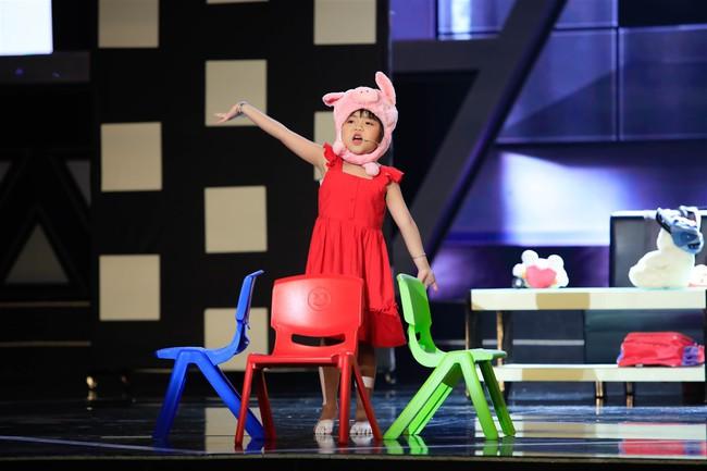 Cô bé 9 tuổi xinh như Hoa hậu có khiếu diễn kịch khiến Việt Hương cũng phải khâm phục - Ảnh 6.