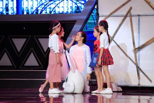 Cô bé 9 tuổi xinh như Hoa hậu có khiếu diễn kịch khiến Việt Hương cũng phải khâm phục - Ảnh 7.