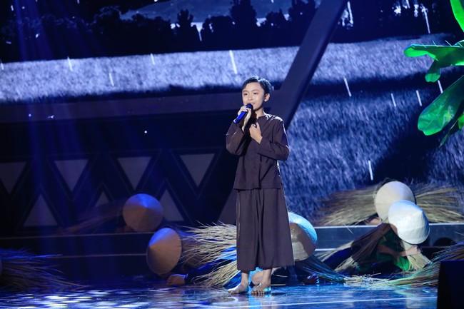 Cô bé 9 tuổi xinh như Hoa hậu có khiếu diễn kịch khiến Việt Hương cũng phải khâm phục - Ảnh 5.