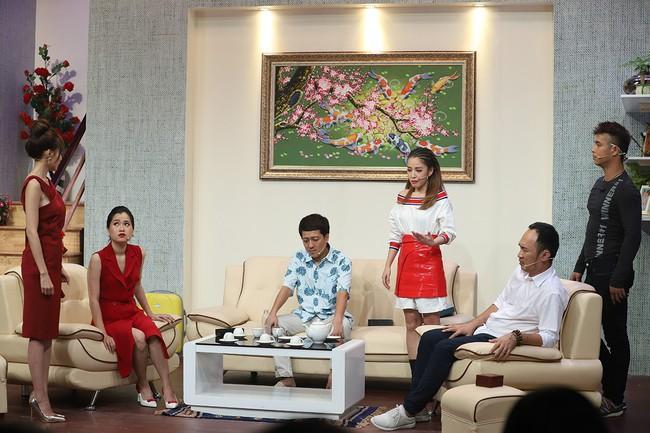 Hari Won sốc khi liên tục bị Puka cưỡng hôn trên sóng truyền hình  - Ảnh 13.