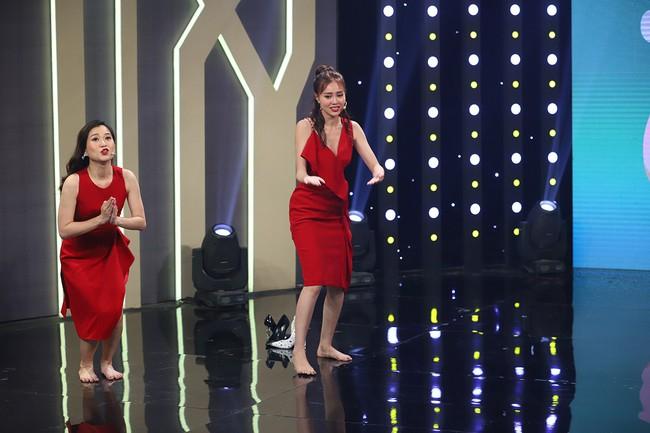 Hari Won sốc khi liên tục bị Puka cưỡng hôn trên sóng truyền hình  - Ảnh 9.