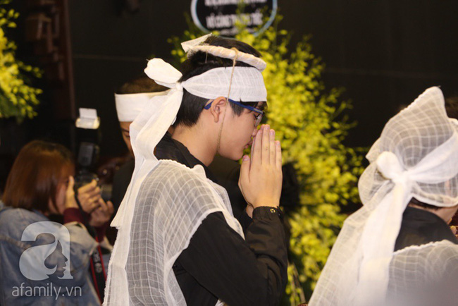 Ngày đầu tiên vợ con NSND Anh Tú lộ diện trước công chúng lại chính là ngày đưa tang anh - Ảnh 8.