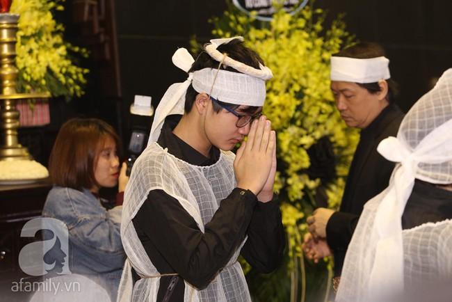 Ngày đầu tiên vợ con NSND Anh Tú lộ diện trước công chúng lại chính là ngày đưa tang anh - Ảnh 9.