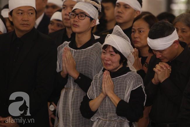 Ngày đầu tiên vợ con NSND Anh Tú lộ diện trước công chúng lại chính là ngày đưa tang anh - Ảnh 12.