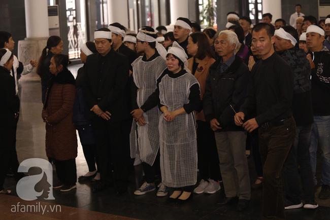 Ngày đầu tiên vợ con NSND Anh Tú lộ diện trước công chúng lại chính là ngày đưa tang anh - Ảnh 6.