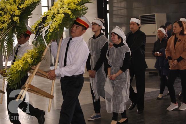 Ngày đầu tiên vợ con NSND Anh Tú lộ diện trước công chúng lại chính là ngày đưa tang anh - Ảnh 5.