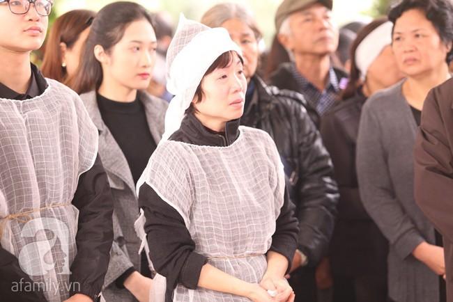 Ngày đầu tiên vợ con NSND Anh Tú lộ diện trước công chúng lại chính là ngày đưa tang anh - Ảnh 4.